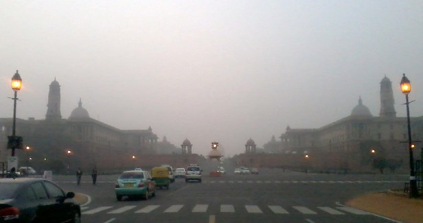 Raisina Hills vanishes in Dilli ki Sardi. Photo by Neeraj Bhushan. 5.1.2011.