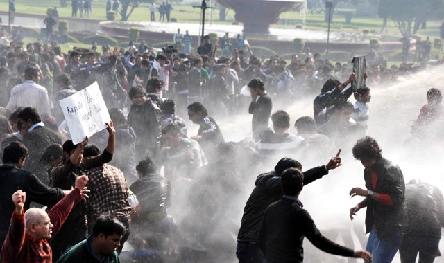 Police uses water cannons to disperse protesters at Vijay Chowk in New Delhi. Photo by B.B.Yadav