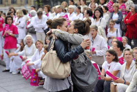 Two women kiss in front of people taking part in a demonstration against gay marriage and adoption on Oct 23 in Marseille, southeastern France. Photo Gerard Julien. On Aug 17, Russia banned gay pride events for a century.