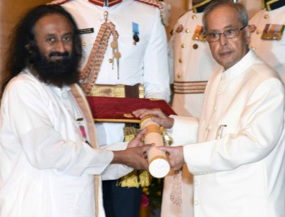 President Pranab Mukherjee presenting the Padma Vibhushan Award to Sri Sri Ravi Shankar, at a Civil Investiture Ceremony, at Rashtrapati Bhavan, in New Delhi on March 28, 2016.